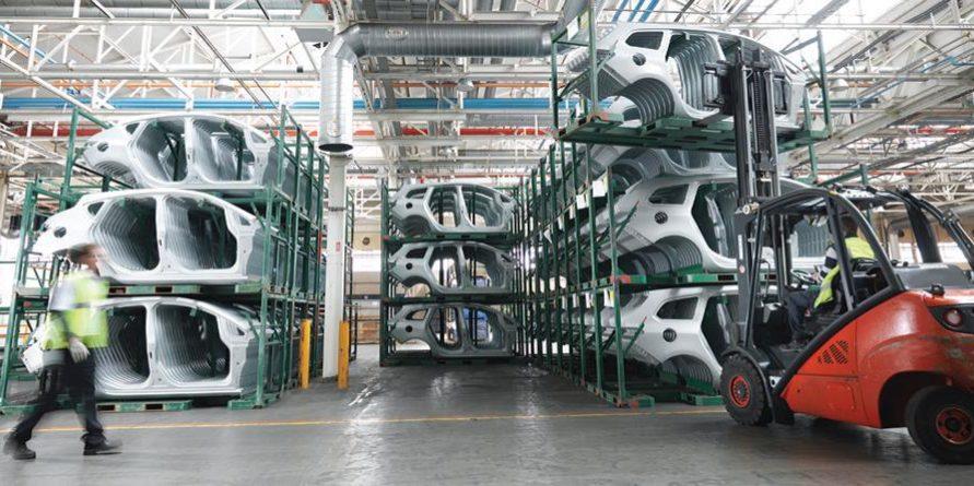 Drží automobilový průmysl krok s poptávkou?