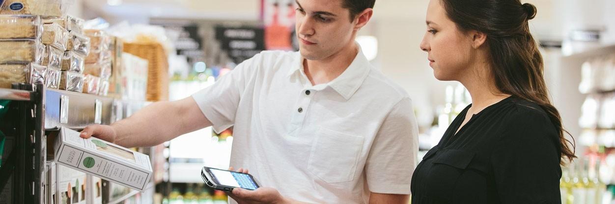 Mobilním zařízení s aplikacemi pro maloobchod pomáhají poskytovat chytrý servis a personalizované služby.